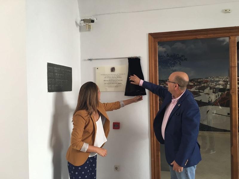 Jerez de los caballeros inaugura su nueva oficina for Oficina turismo plasencia